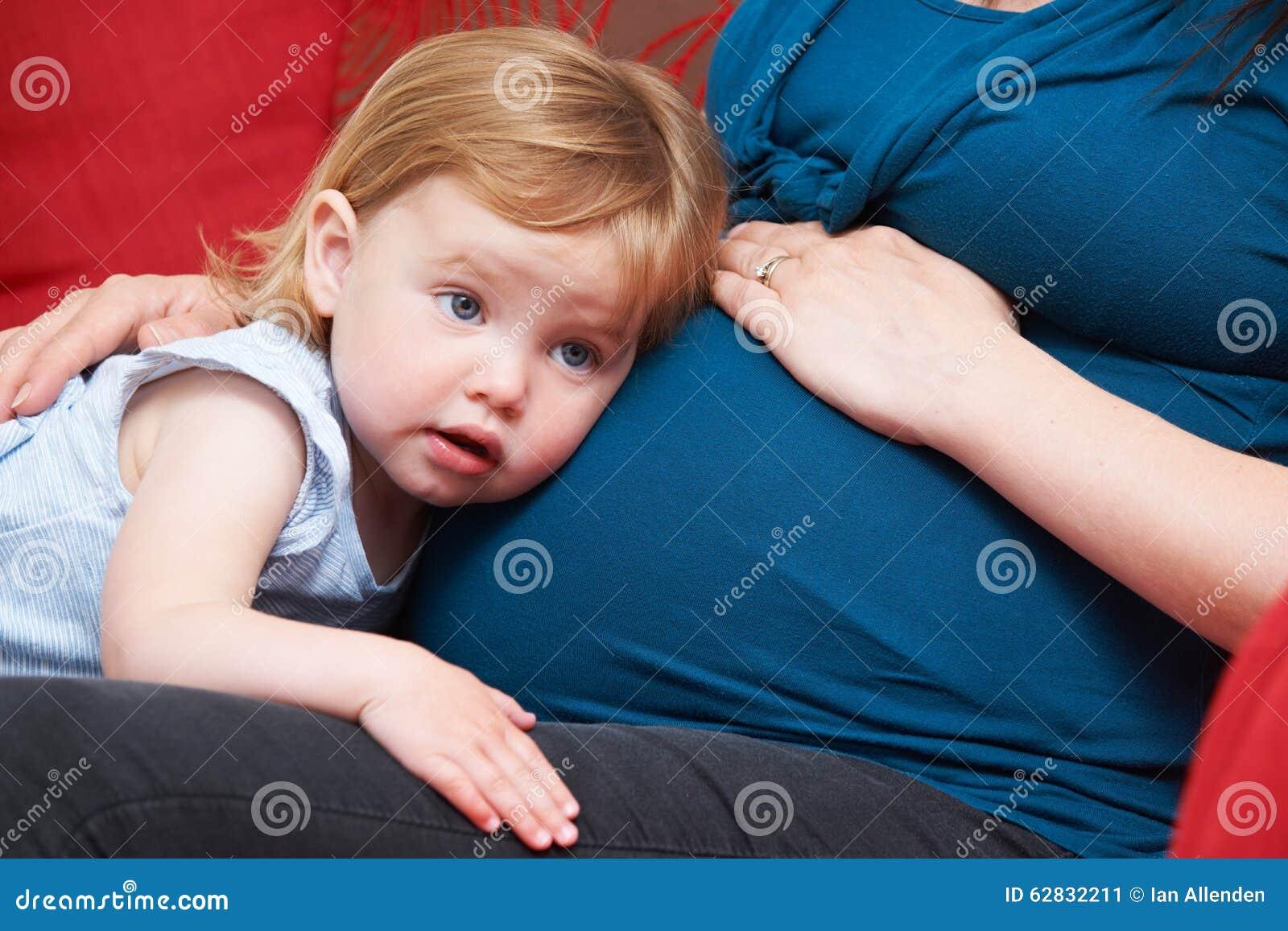Chica joven y embarazada necesita ayuda-119