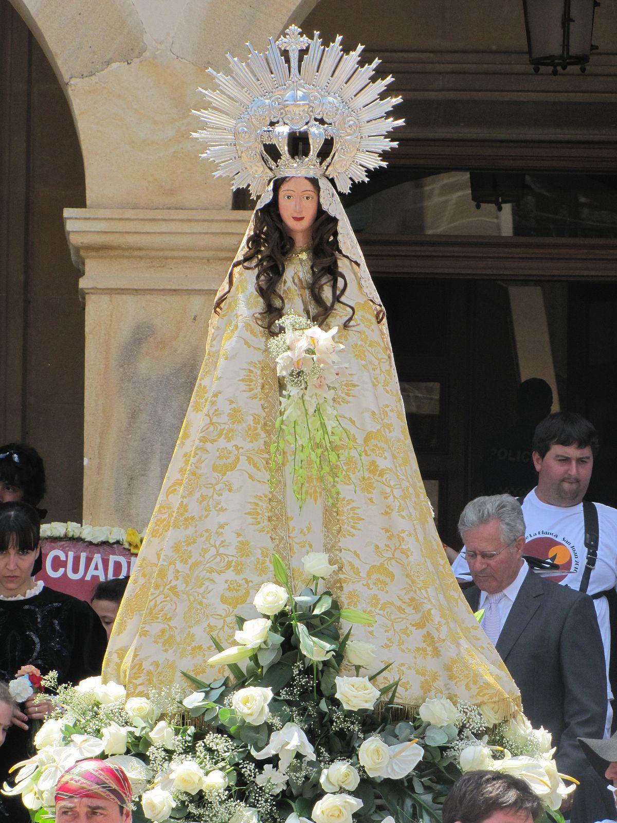 Plaza castilla fiesta blanca en Chaco-5988