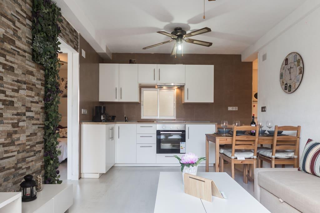 Apartamento particular y en una buena zona de poniente-2903