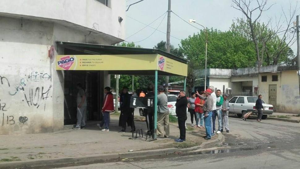 Hombres ayuda económica en González Catán-7894
