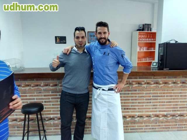 Masajista titulado español de 34 años-518